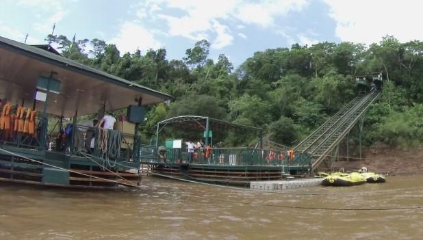 Plataforma de embarque para o Macuco Safari.