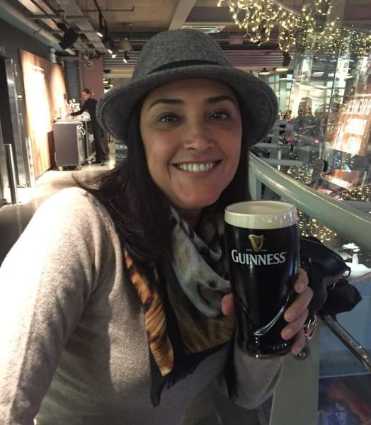 Pint de Guinness no Gravity Bar da Cervejaria Guinness em Dublin.