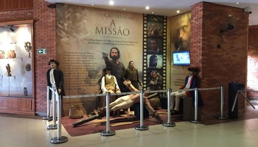 Instalação demonstrativa de uma missão no complexo do Marco das Três Fronteiras em Foz do Iguaçu.