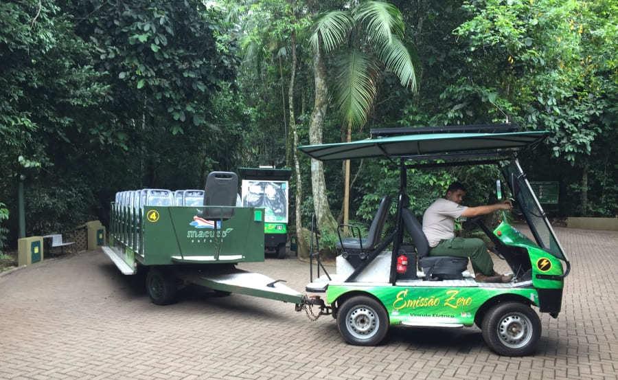 Transporte terrestre do passeio Macuco Safari.