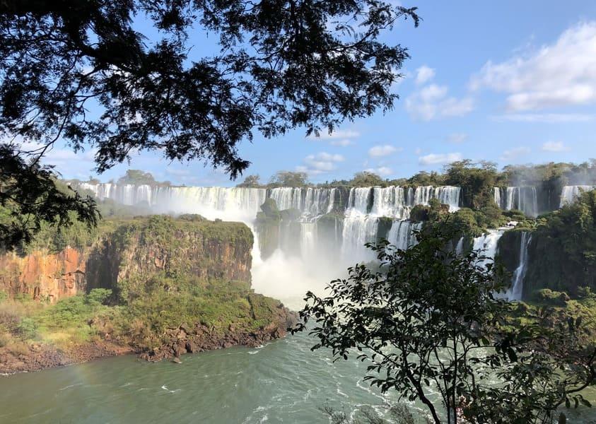 Quedas d'água no lado argentino das cataratas do Iguaçu.