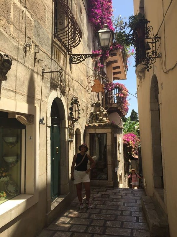 Ruela no centro histórico de Taormina.