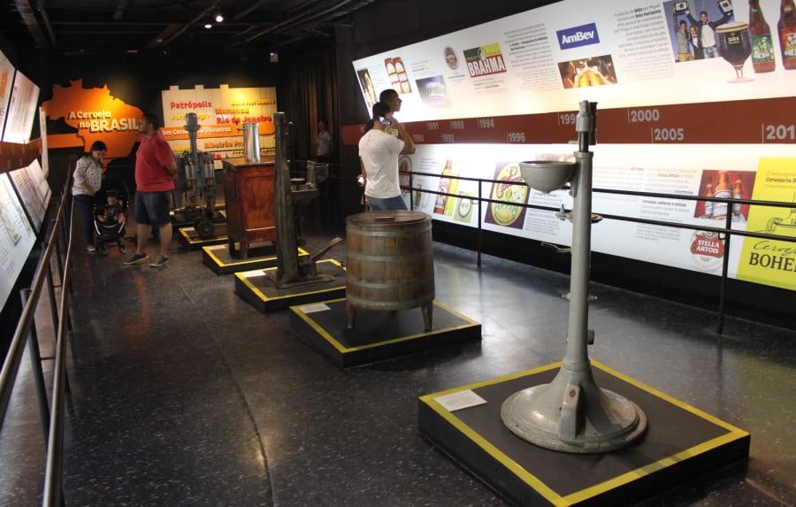 Equipamentos antigos em exposição na Cervejaria Bohemia