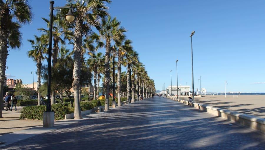 Malvarrosa, uma das praias mais famosas de Valência.