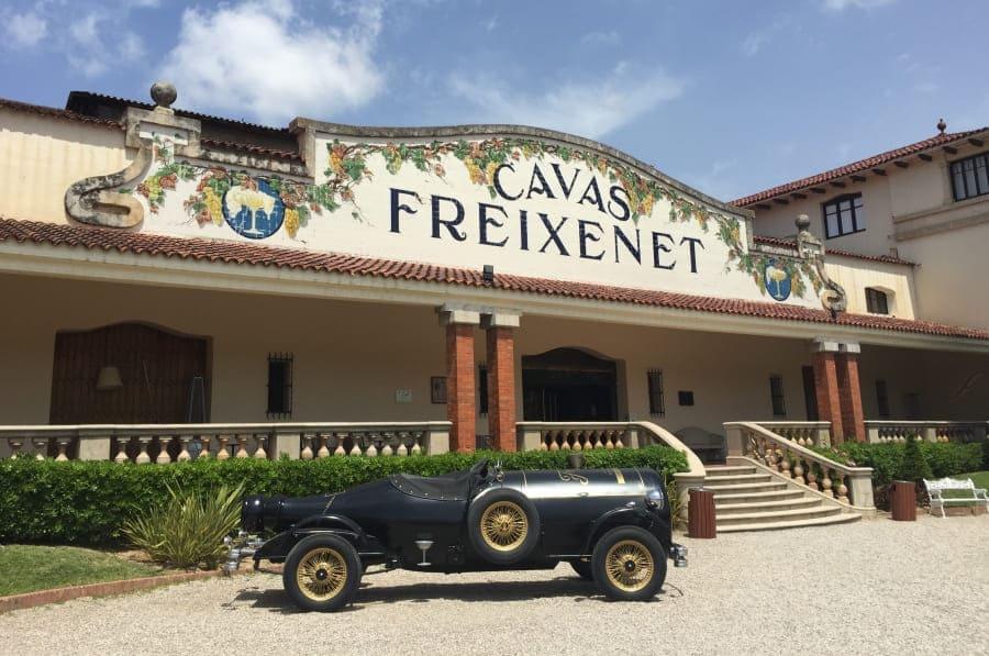 Entrada para visitantes da vinícola Freixenet.