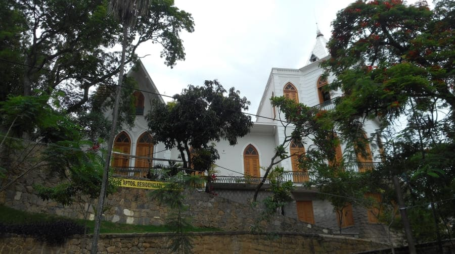 Santa Teresa neighborhood: old villa.