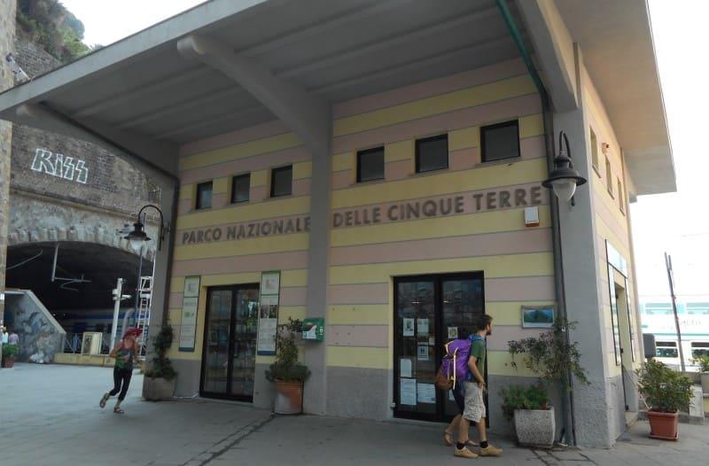 Cinque Terre a partir de La Spezia: estação de trem de Riomaggiore.