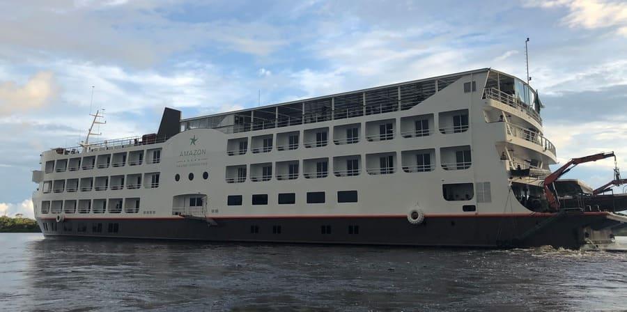 Cruzeiro na Amazônia: embarcação para 150 passageiros.