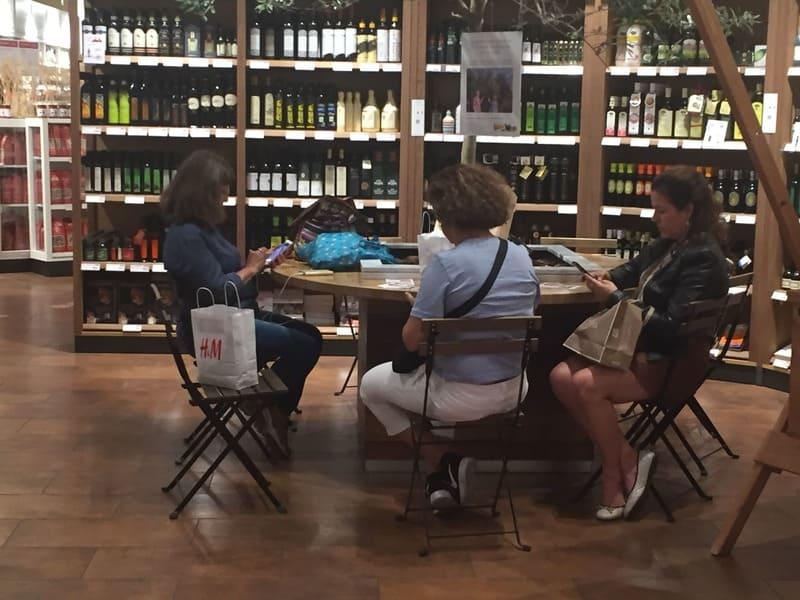 Eataly de Florença: cantinho com Wi-Fi para clientes.