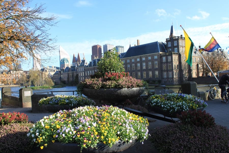 Parlamento holandês: fachada lateral.