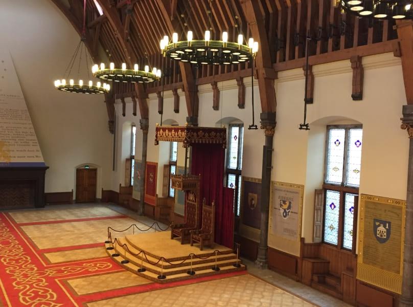 Tour guiado ao Parlamento holandês: sala do trono.