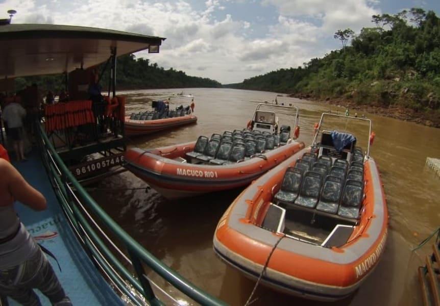 Transporte aquático do Macuco Safari.
