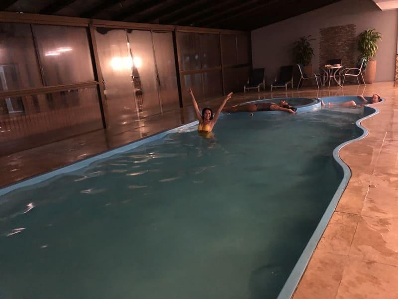 Piscina coberta e aquecida do Hotel Serra Nevada em Canela.