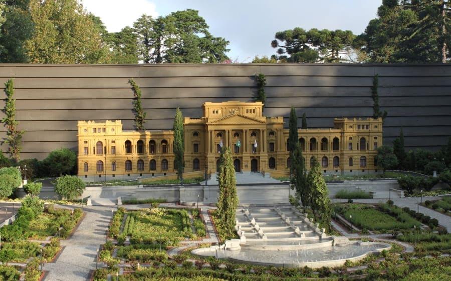 Miniatura do Museu do Ipiranga no Mini Mundo em Gramado.