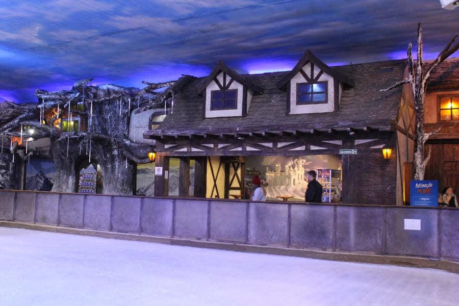 Rinque de patinação do Snowland em Gramado.