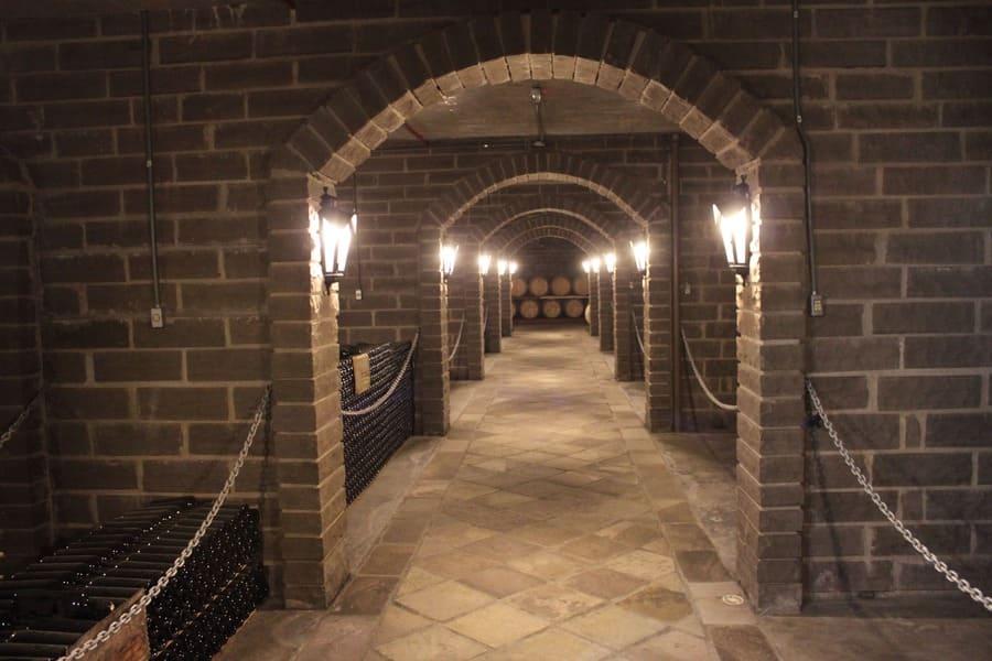 caves subterrâneas da vinícola Cave de Pedra em Bento Gonçalves.