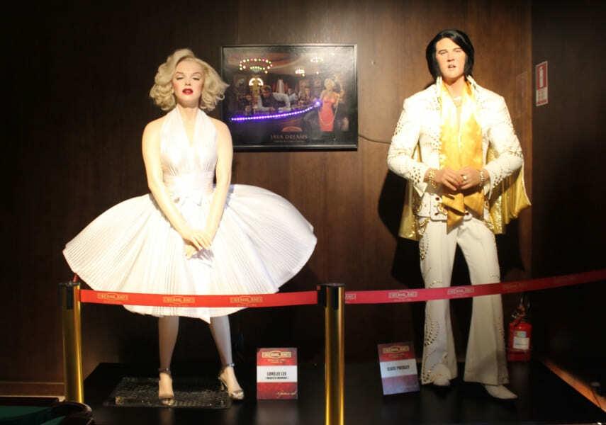 Bonecos de cera de Marilyn Monroe e Elvis Presley no Dreamland Museu de Cera em Gramado.
