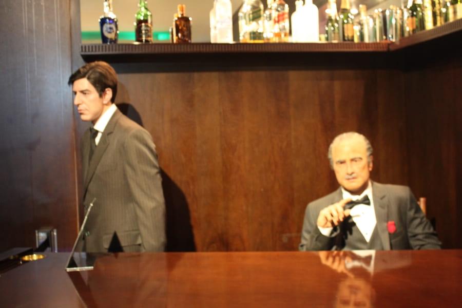 """Personagens do filme """"O Poderoso Chefão"""" no Dreamland Museu de Cera em Gramado.."""