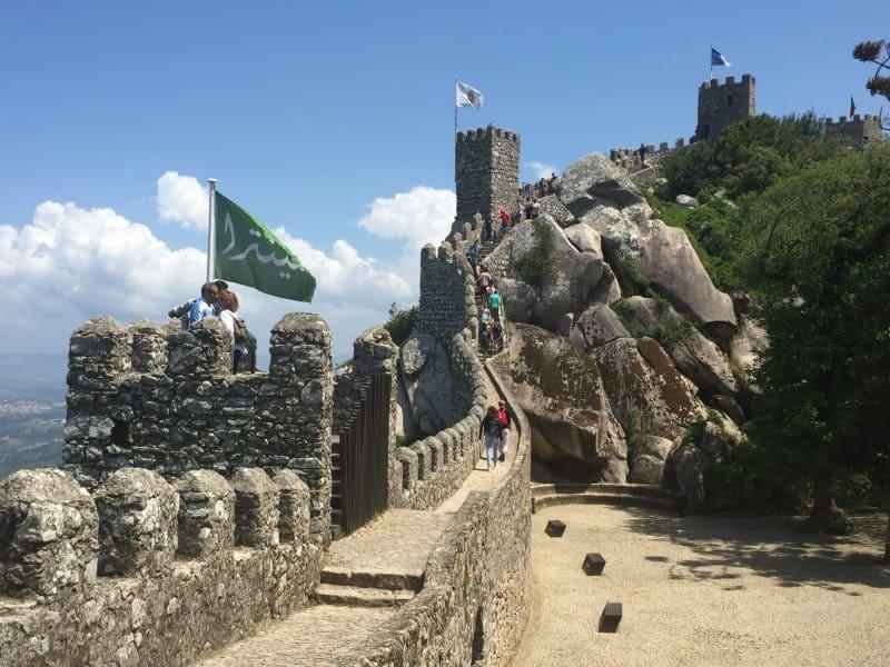Castelo dos Mouros está entre as mais belas atrações de Sintra.