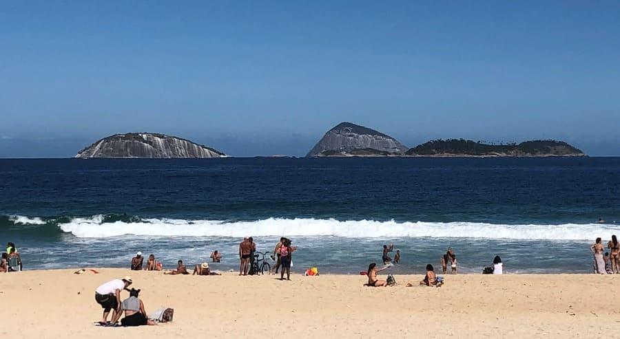 Ilhas Cagarras na direção da praia de Ipanema.