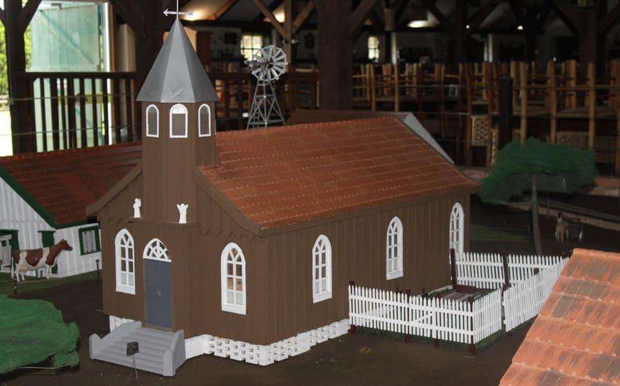 Maquete de igreja no museu do Parque Histórico de Carambeí
