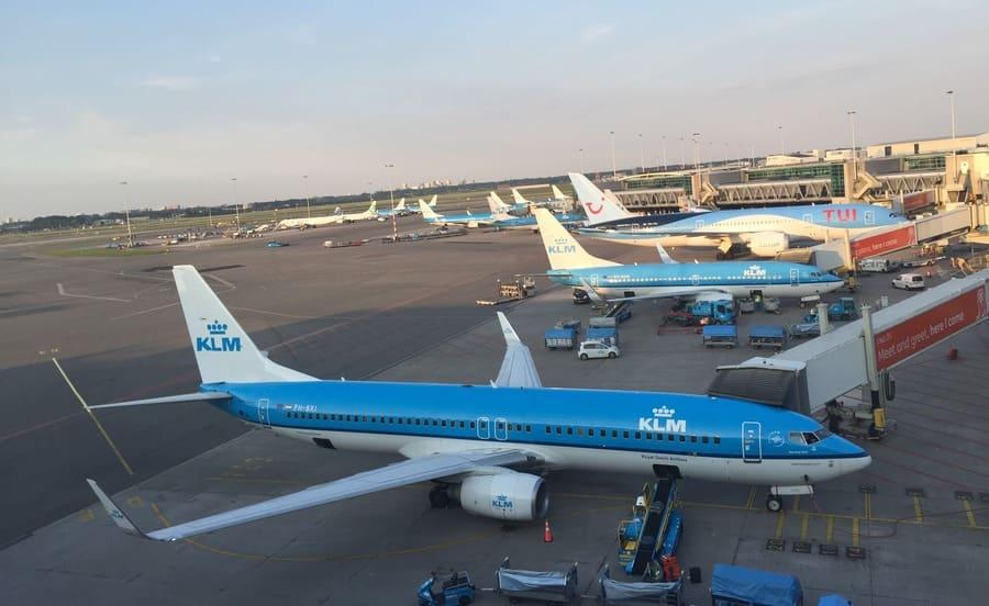 Viagem de avião a partir do aeroporto de Schiphol