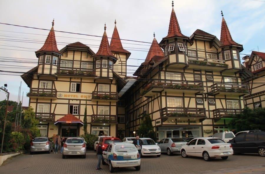 Hotel Sky na Avenida das Hortênsias em Gramado
