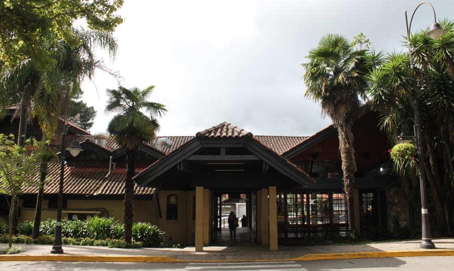 Rodoviária de Gramado na Av. Borges de Medeiros.