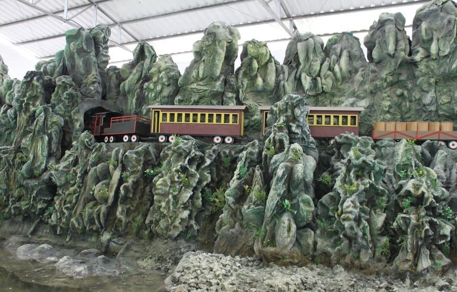 Visita ao Paraná Encantado Hisgeopar durante o Passeio de trem Curitiba-Morretes