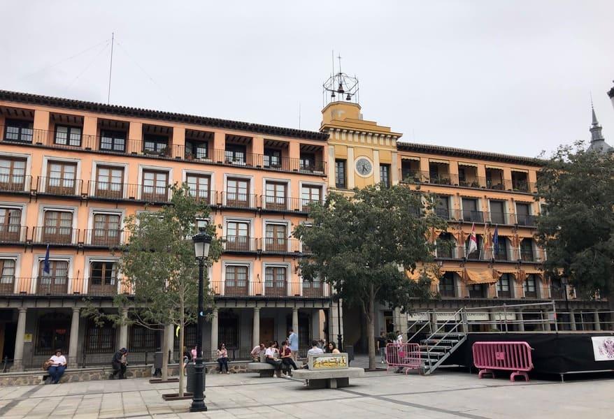 Plaza Zocodover no Centro Histórico de Toledo local de início do roteiro de 1 dia em Toledo.