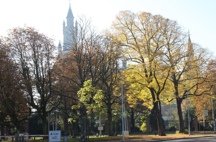 Outono em Haia, com o Palácio da Paz ao fundo.
